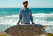 La tabla de surf hecha con 10 mil colillas de cigarillos